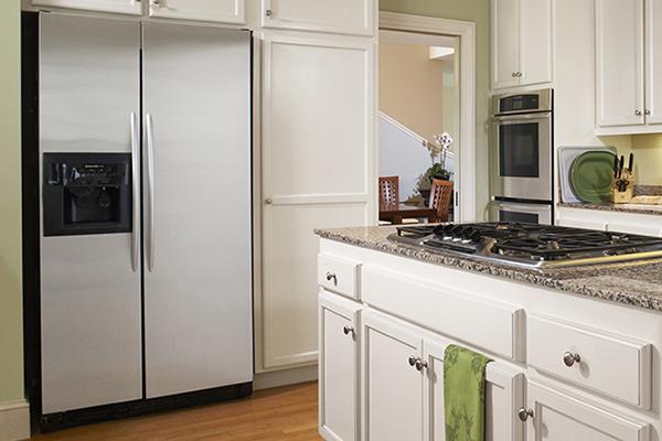 Kitchen with Efficient Refrigirator
