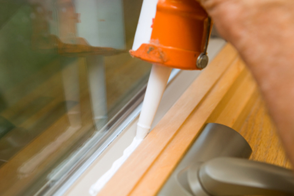 Caulking Window Crackso to Save Energy in Home