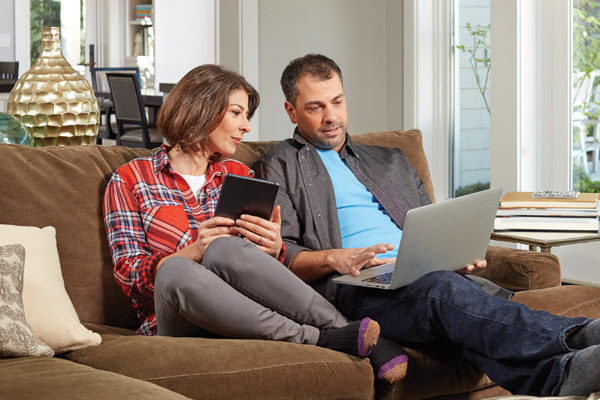 Couple with electronic devices